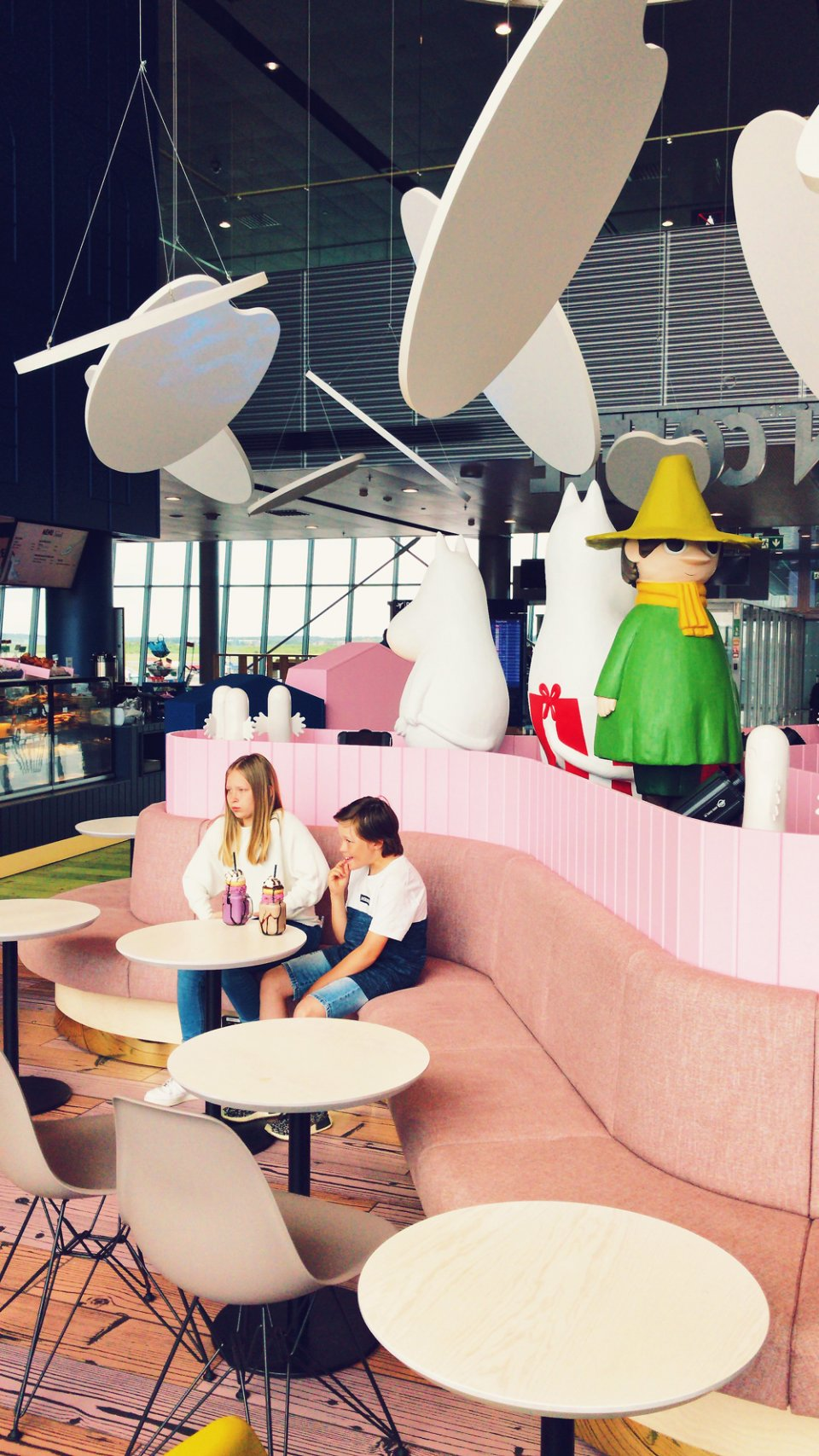 Moomin_Coffee_Helsinki_Airport_Cafe_Portions_Moomins-960x1707