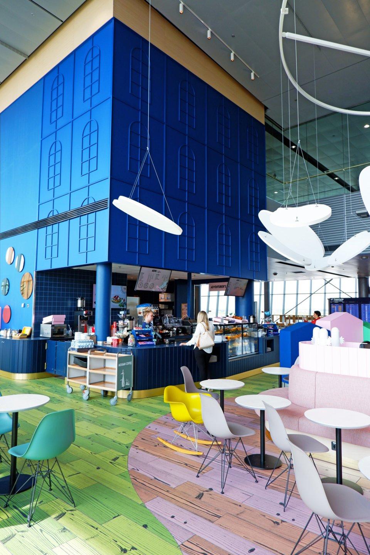 Moomin_Coffee_Helsinki_Airport_Moominhouse_Counter-960x1440