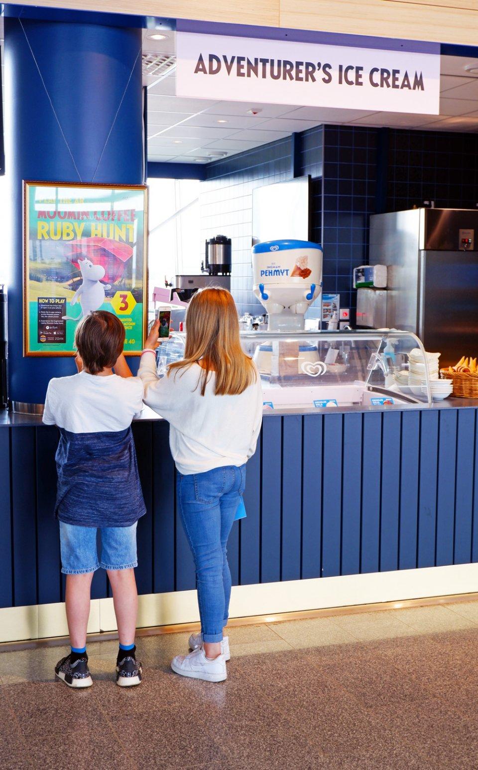 Moomin_Coffee_Helsinki_Airport_Moominhouse_Counter_Ruby_Hunt-960x1544