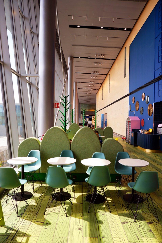 Moomin_Coffee_Helsinki_Airport_Sofas-960x1440